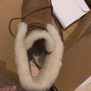 UGG Shoes - Ugg JEOVANA size 8